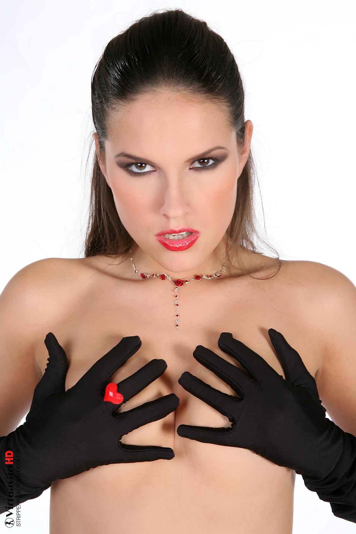 amatuer girls stripping