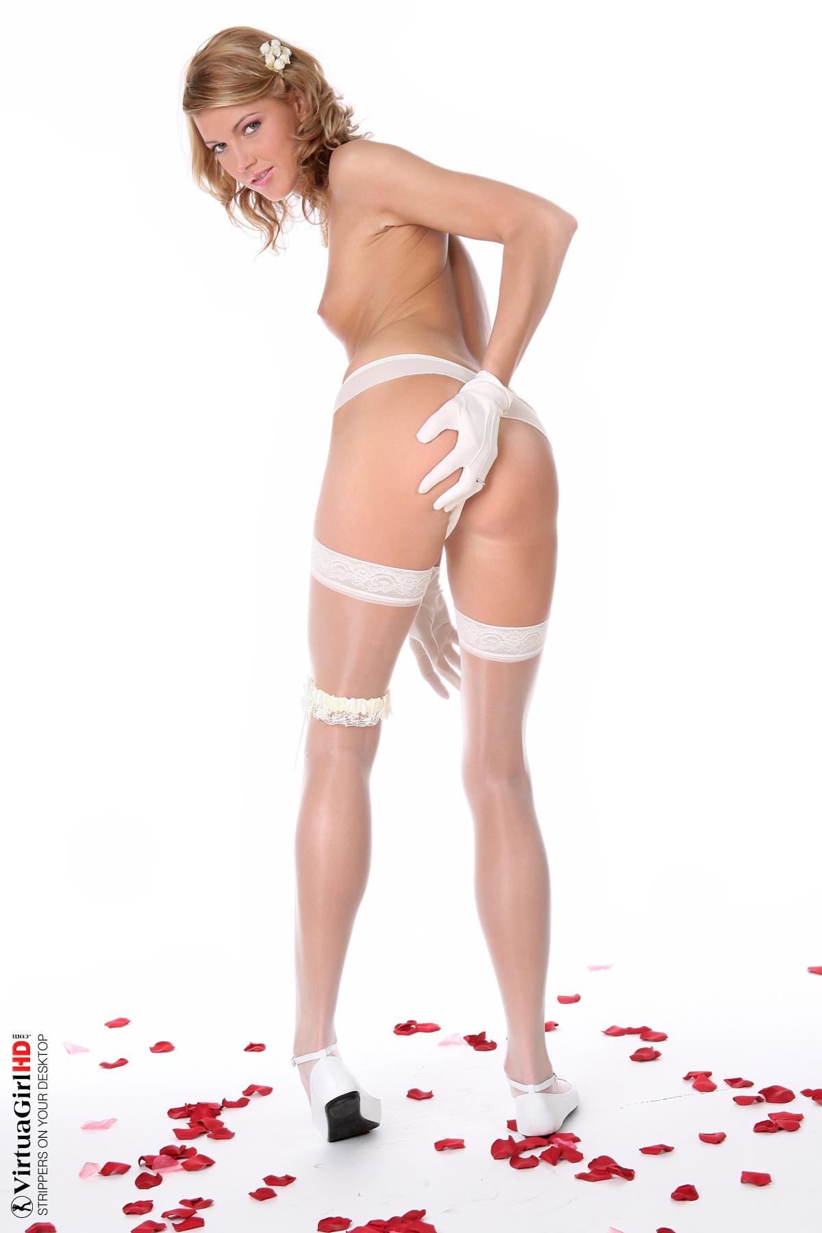 2 hot girls stripping