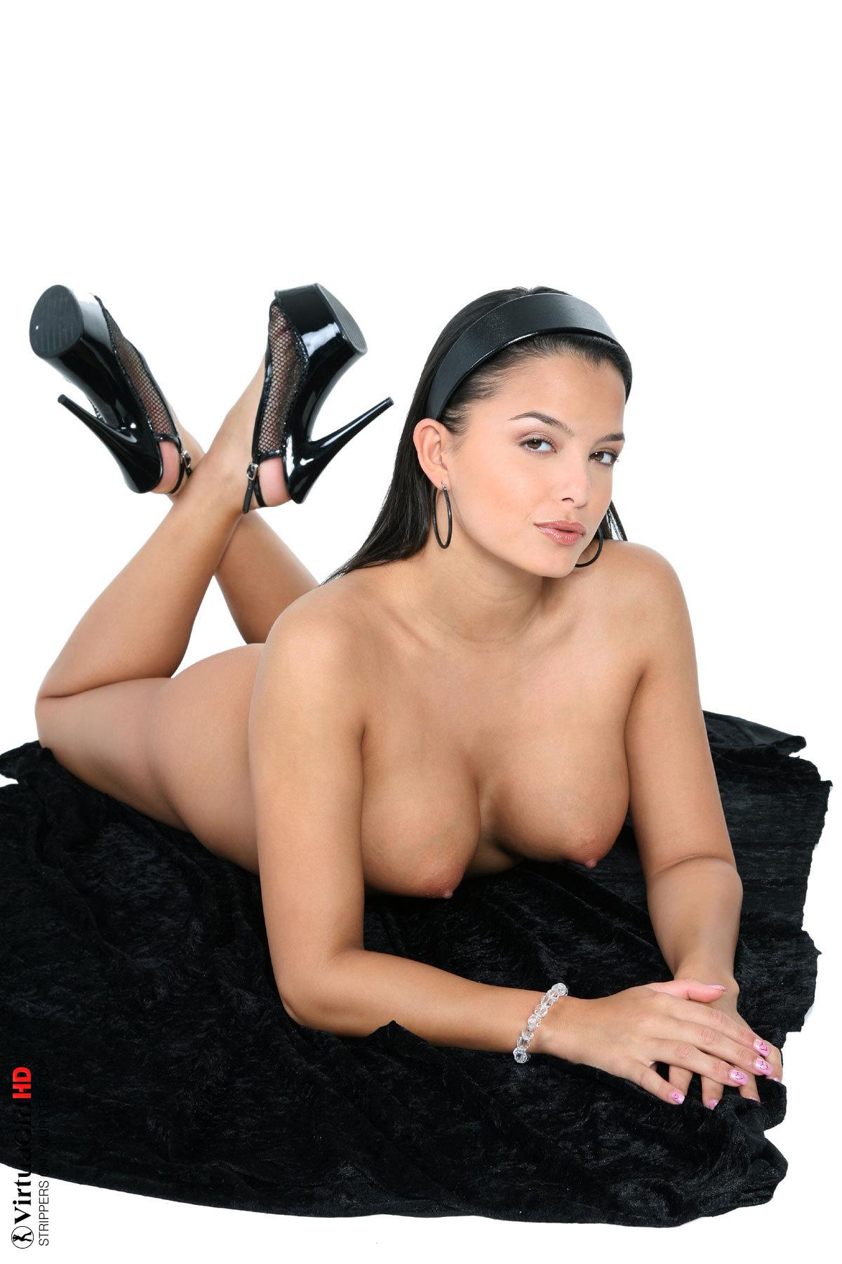 girls stripping butt naked