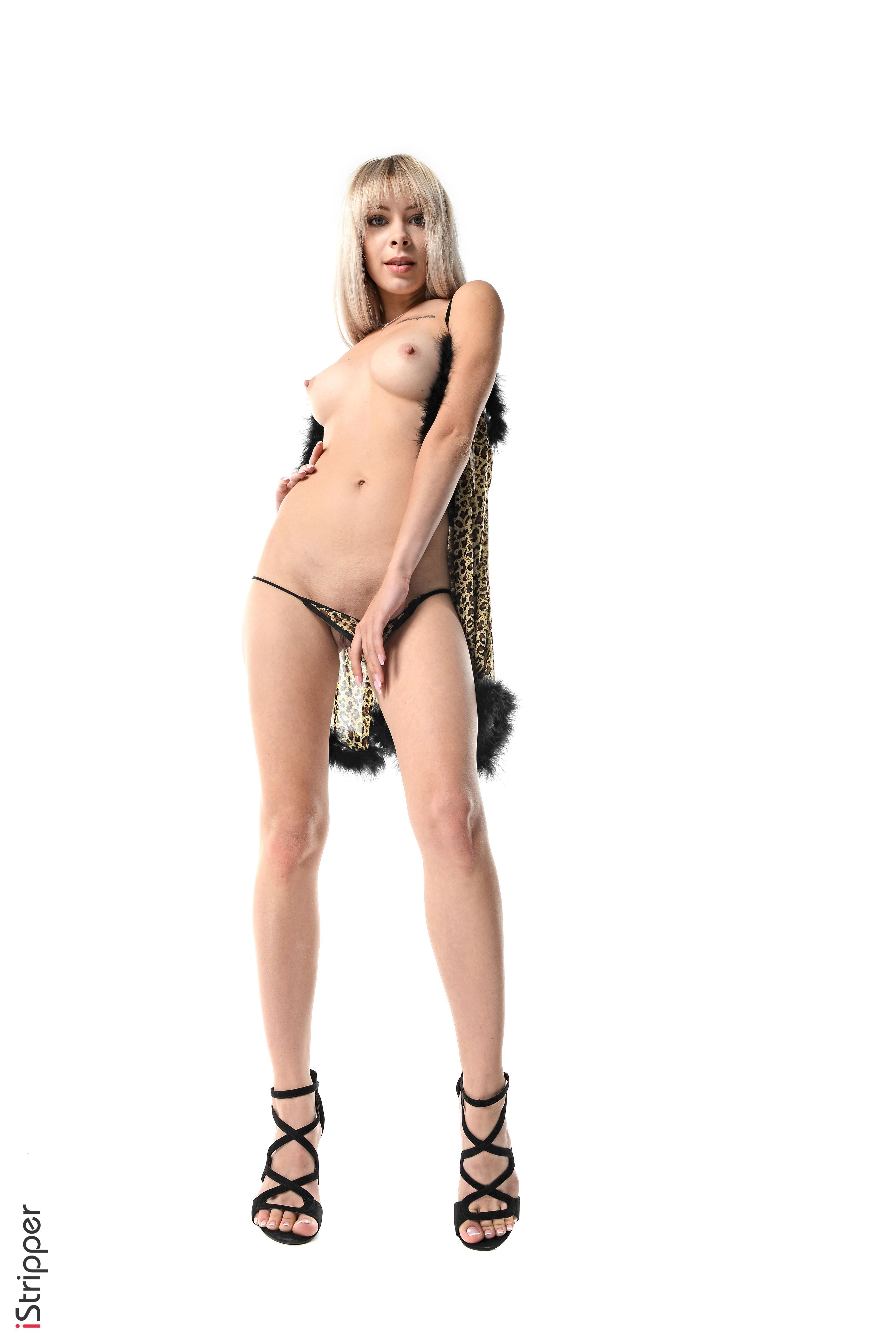 girls stripping on webcam